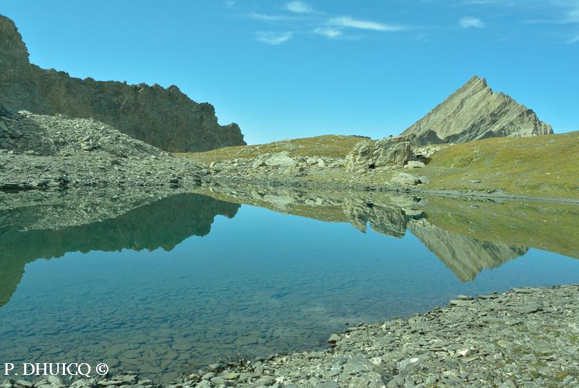 Lac glaciaire sous le glacier fossile